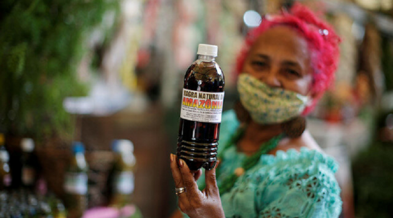 A seller know as Beth Cheirosinha works in the sale of the Amazonian herbal remedies