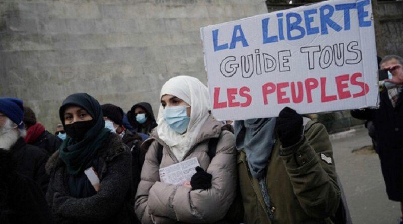 Protesti u Parizu protiv antiismalskog zakona