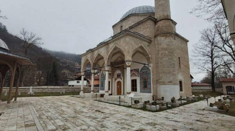 Pucano na Aladža džamiju u Foči