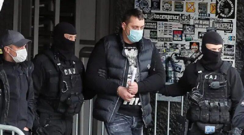 Uhapšen Veljko Belivuk vođa navijačke grupe Partizana, sumnjiči se za trgovinu drogom i ubistva. Hapšenje povezano s prisluškivanjem Vučića