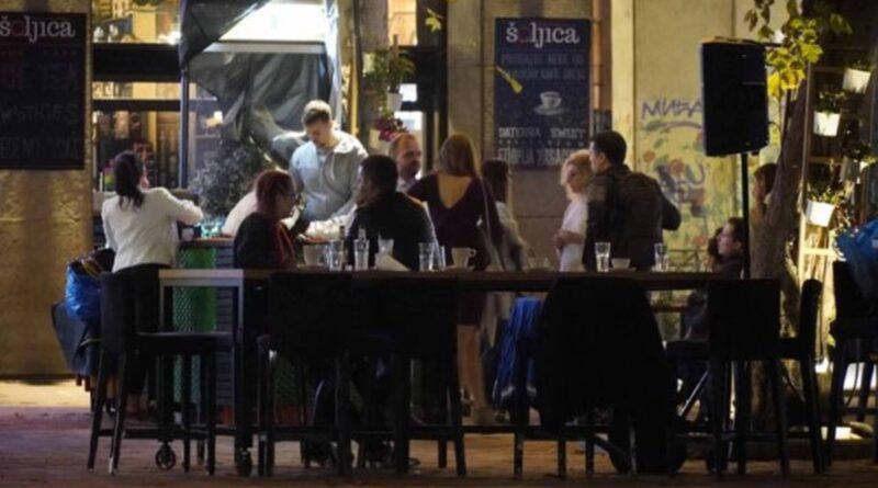 U Srbiji broj oboljelih od Covid-19 raste, Trgovine su otvorene, ljudi sjede u kafićima i restoranima