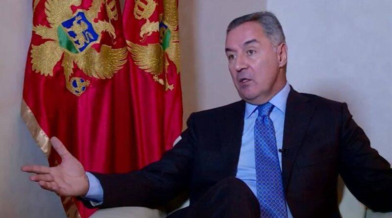 Milo Đukanović kazao je na Podgoričkom novinarskom forumu da je crnogorski identitet na udaru