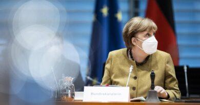 Angela Merkel aide warns of vaccine-resistant mutations