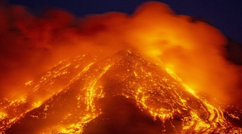 Etna ponovo izbacuje lavu i pepeo