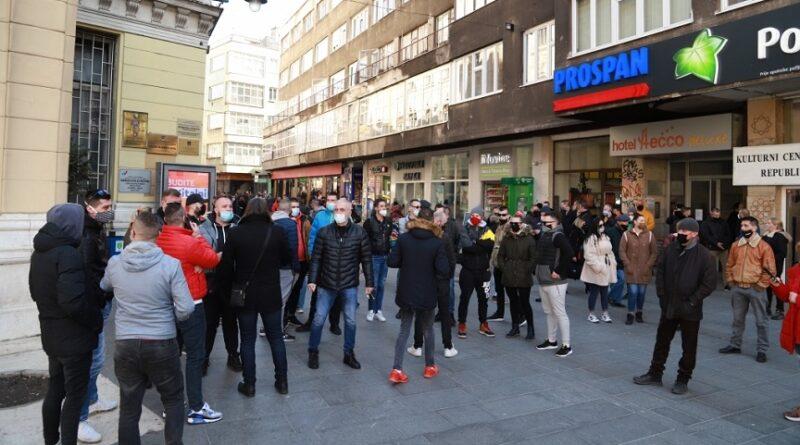 Počeli protesti ugostitelja i malih privrednika zbog odluke Vlade KS, oni traže potpuni lockdown
