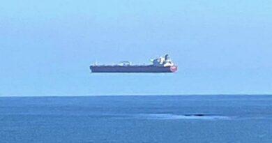 Pogledajte fotografiju 'broda koji lebdi iznad mora'