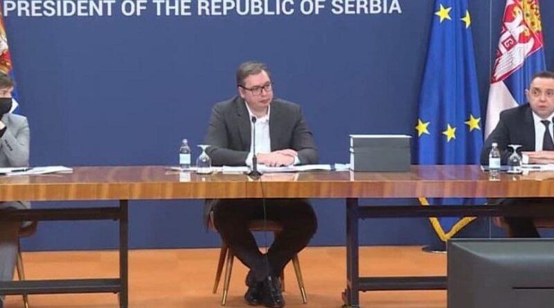 Vučić govorio o ratu između klanova, pokazao tijela bez glave, slike odsječene glave...
