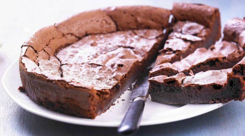 Samo 3 sastojka: Recept za sočnu čokoladnu tortu bez brašna koju svatko može napraviti