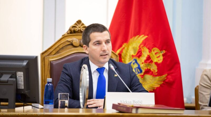 Kontoverzni polikant: Aleksa Bečić obećavao da će se u Crnoj Gori vijoriti trobojka