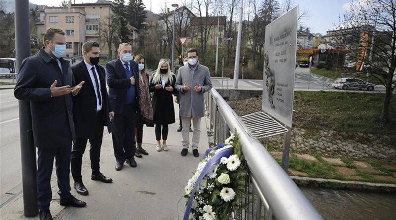 Sjećanje na opsadu Sarajeva: Cvijeće i počast za nedužno stradale građane