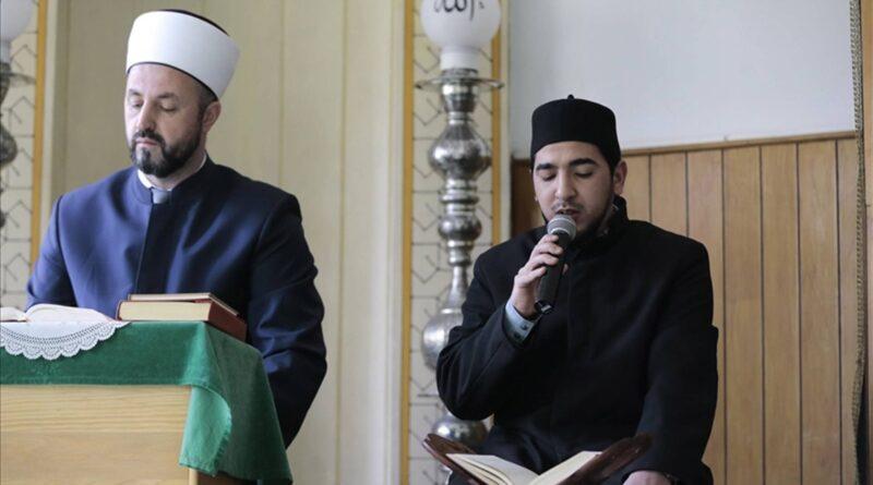 Migrant Hafiz iz Maroka Zekeriyah Arif uči mukabelu i pomaže u džamiji u Sarajevu
