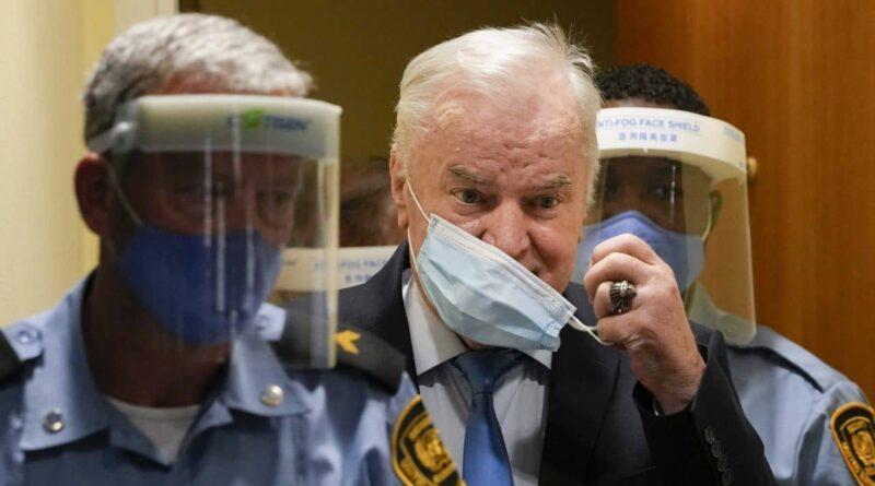 Sramno: U Srebrenici osvanuli plakati s likom Ratka Mladića FOTO