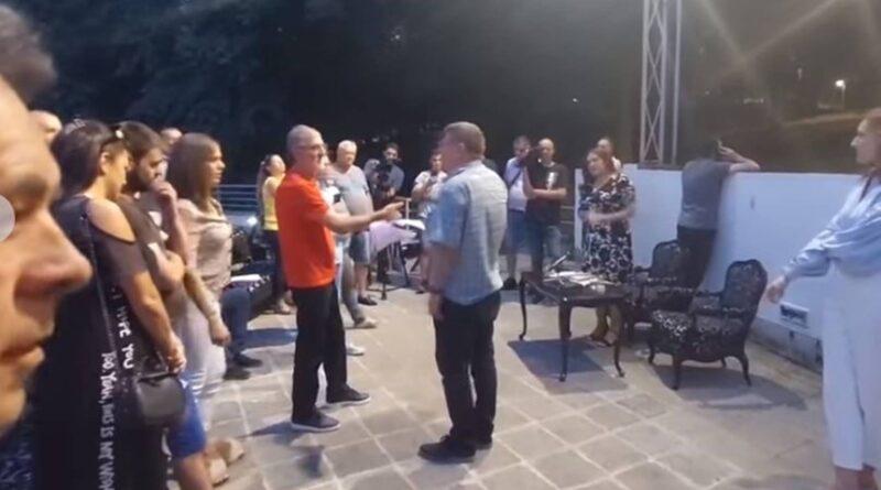 Haos u Aranđelovcu: Srpski zavetnici upali na promociju knjige i otjerali Basaru
