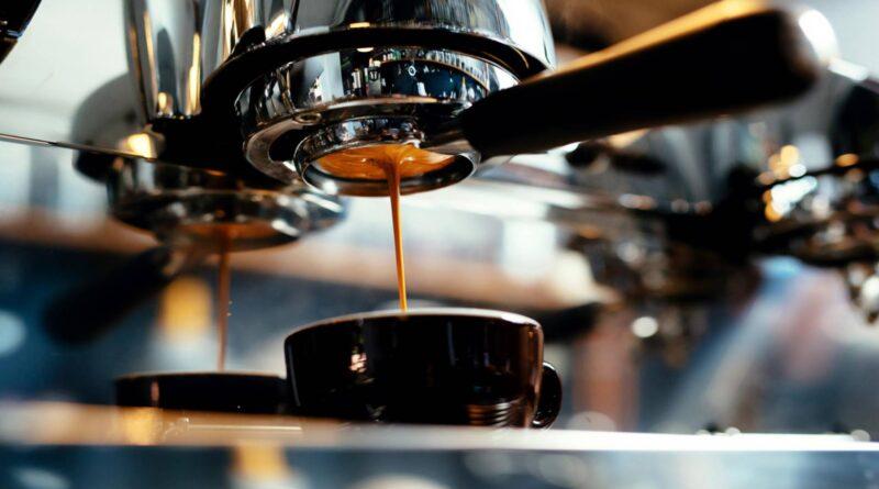 Mala Historija: Prvi aparat za espresso izmislio je Italijan 1902.
